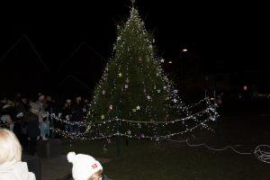 Carols around the tree-16